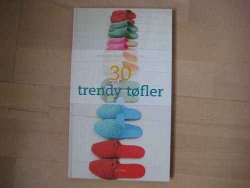 30 trendy tøfler   40 kr