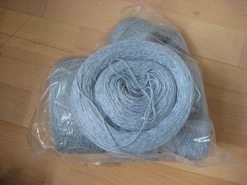 U  Hør tyndt lysblå  750 g  200 kr